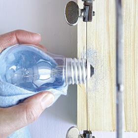 Recycling basteln - Glasschneiden / Glühbirnenvasen
