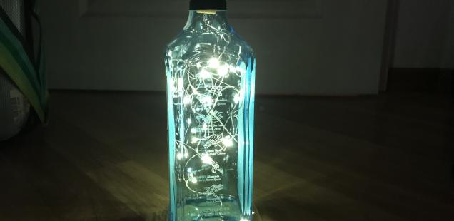 DIY Weihnachtsgeschenke: Kerzen und Lampen aus Flaschen & Gläsern